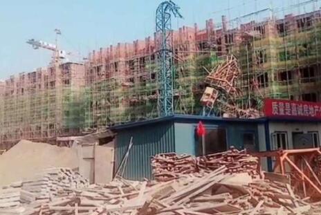 黑龙江海伦在建工地塔桥倒塌1