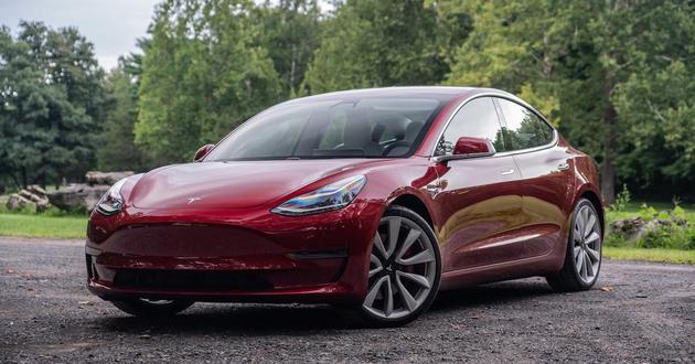 马斯克:为了按时配 送Model 3 买了几家货运公司