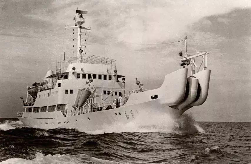 """他 们克服了""""苦""""与 """"难"""" 带来了海底电缆时代的突飞猛进"""
