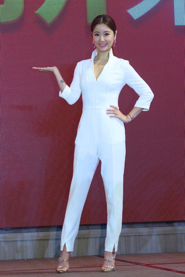 林心如白色套装在台北亮相。
