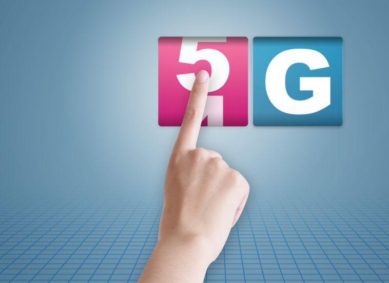 我国5G手机出货量翻番,美国首款还在试产,5G时代要变天...