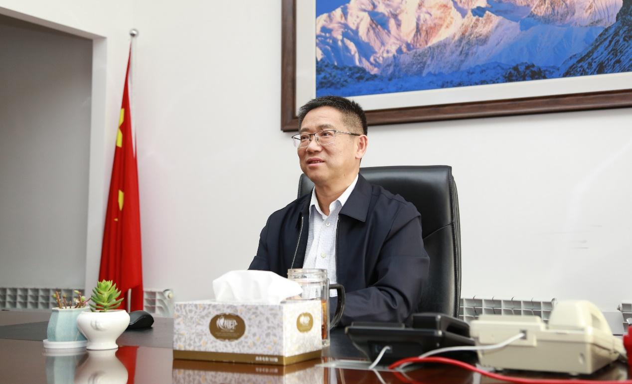 新疆公司党委书记、总经理邵新华春节慰问第一书记与驻村...